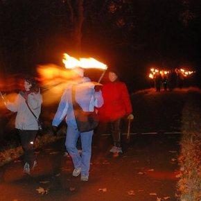 Marche aux flambeaux dans la forêt de la Robertsau