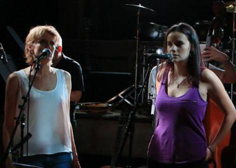 Rebecca et Alexandra. C'est encore mieux avec le son ! (photo MF Roller)
