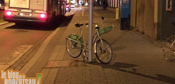 On a trouvé le premier vélo garé comme une merde