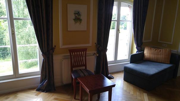 Une chambre dans le bâtiment principal.
