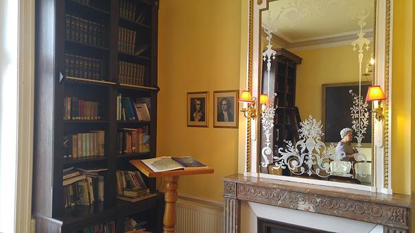 Une petite bibliothèque cosy
