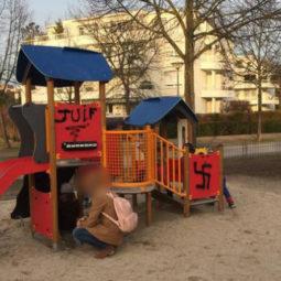 Des inscriptions antisémites à l'aire de jeux près de la petite orangerie