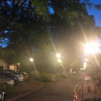 On peut baisser la lumière rue des Maraîchers ?