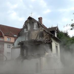 Travaux du tram : démolition de la maison au 23 rue Mélanie