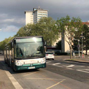 Bus / tram : l'exécutif met la pression sur les associations. Il faut un débat public.