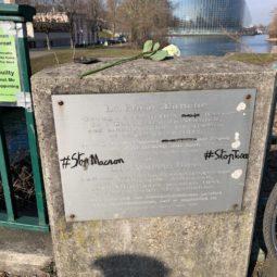 Tags insupportables sur la plaque du pont de la Rose Blanche