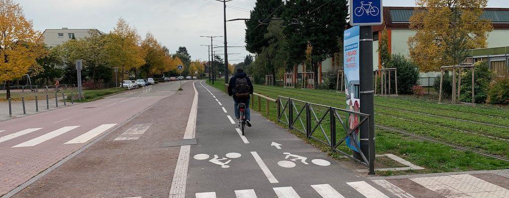 Piste cyclable le long du tram : les barrières ont disparu !