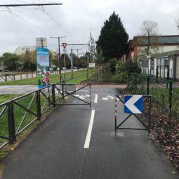 Barrières tram / vélos : elles en disent long de la manière d'envisager la ville et la démocratie