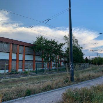 Des murs anti-bruit en construction à l'école de la Robertsau