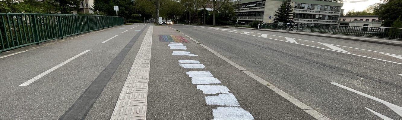 Inscription homophobe sur le pont de la Rose Blanche